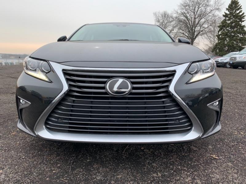 Lexus ES 350 2017 price $38,900