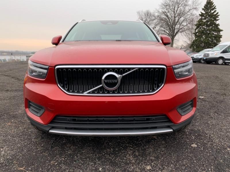 Volvo XC40 2019 price $35,200