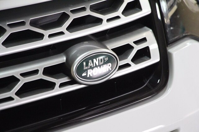 Land Rover Discovery Sport 2017 price $27,400