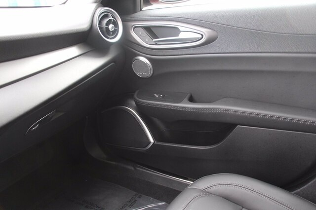 Alfa Romeo Giulia 2018 price $27,900
