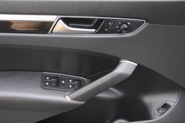 Volkswagen Passat 2018 price $21,900
