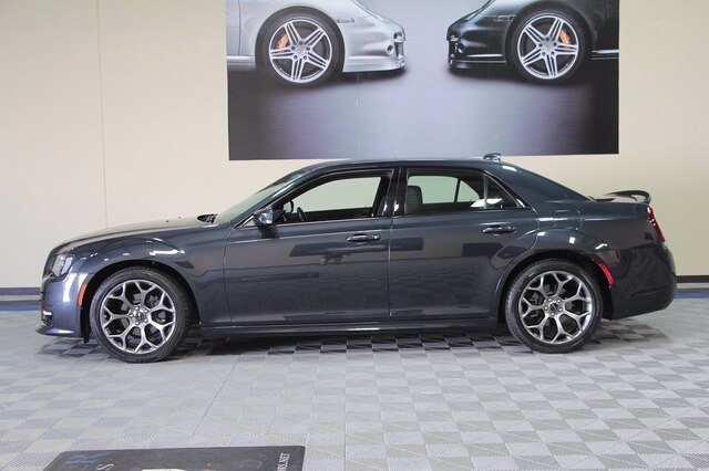 Chrysler 300 2018 price $28,800