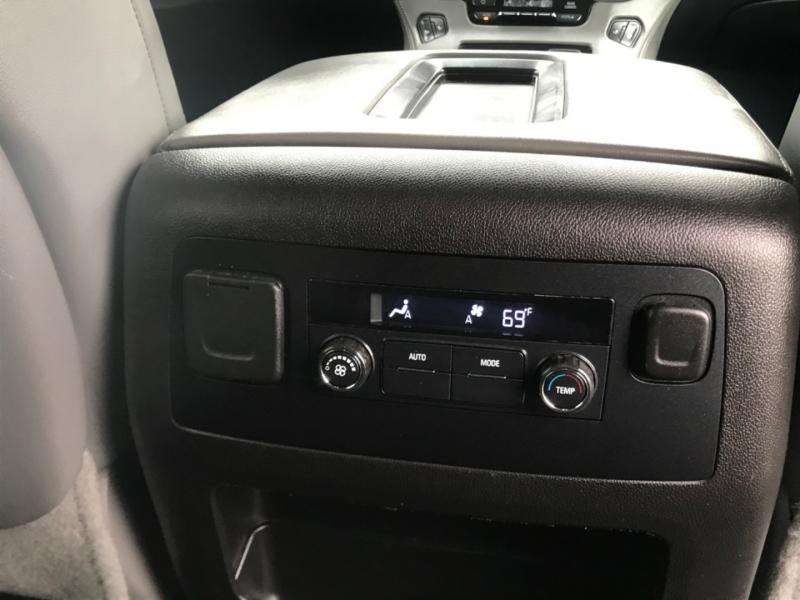 Chevrolet Suburban 2015 price $25,499