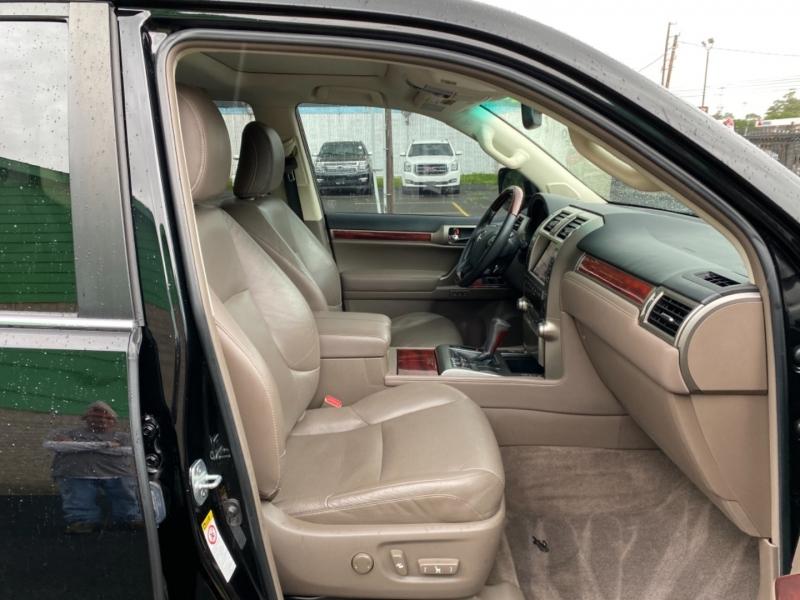 Lexus GX 460 2013 price $25,890