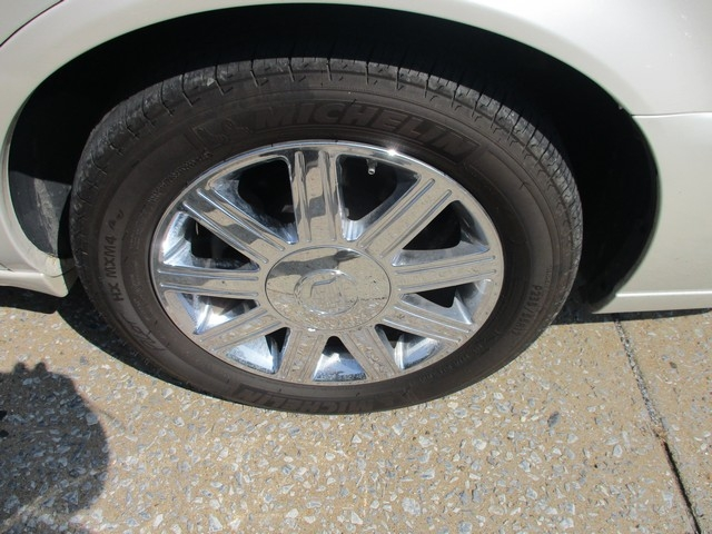CADILLAC DTS 2011 price $10,995