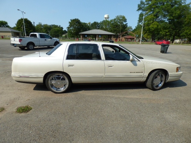 Cadillac DEVILLE 1999 price $3,500