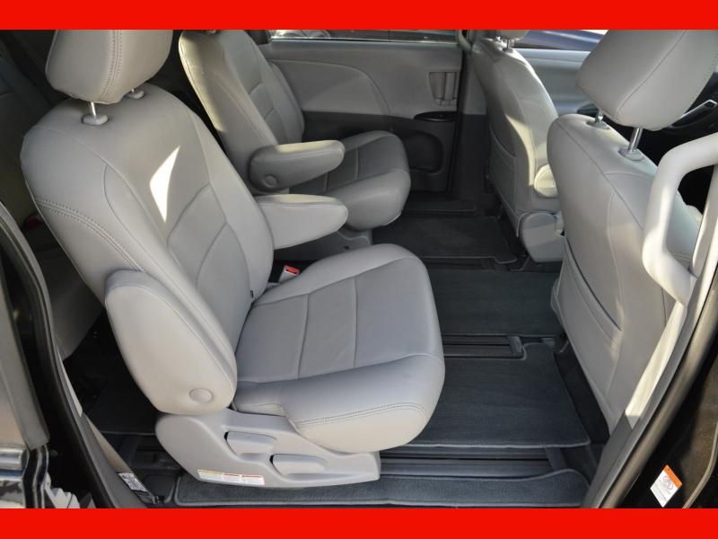 Toyota Sienna 2018 price $22,588