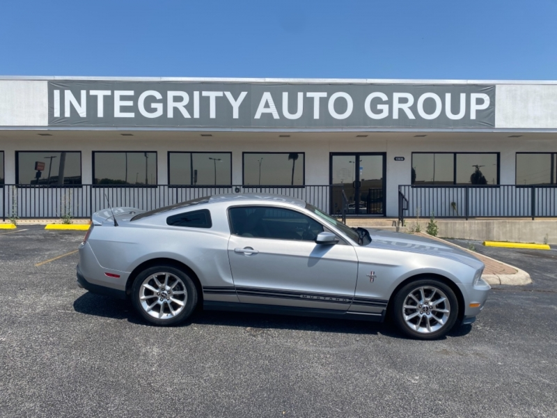 Ford Mustang 2011 price $10,977