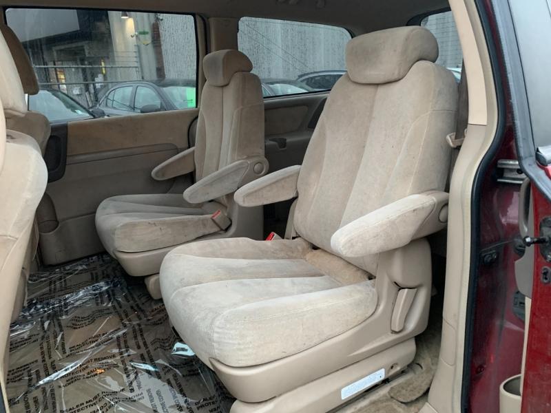 Kia Sedona 2006 price $1,500