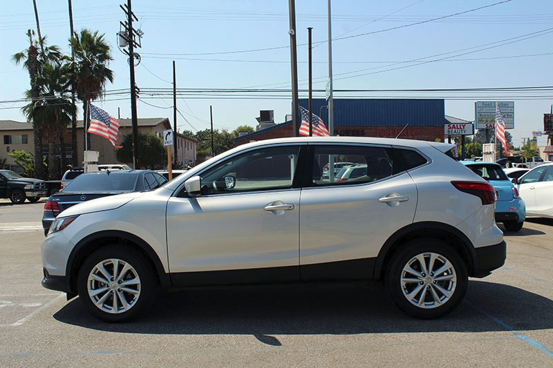 Nissan Rogue Sport 2018 price $18,998
