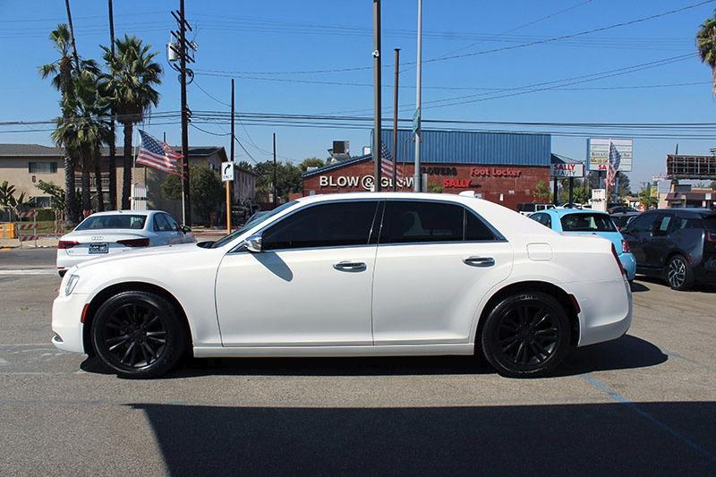 Chrysler 300 2017 price $21,998