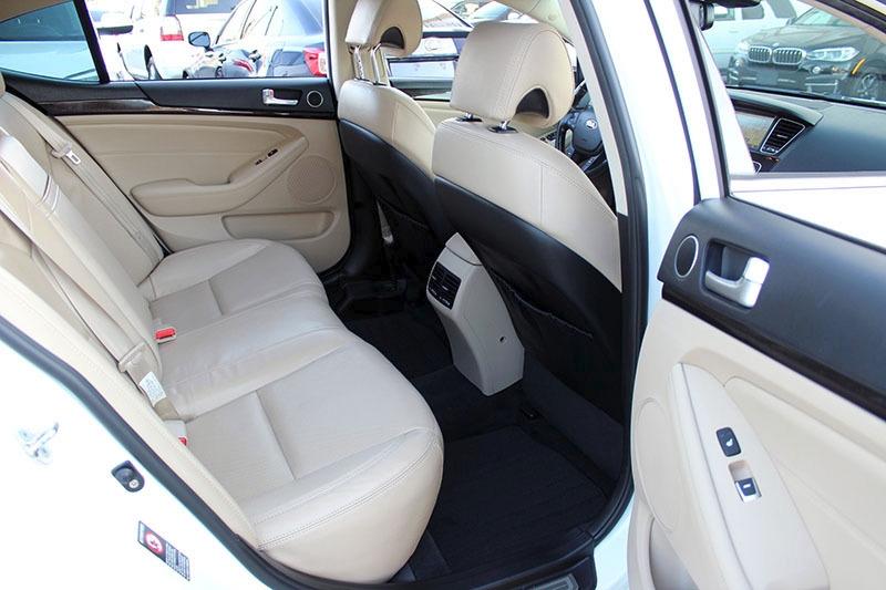 Kia Cadenza 2015 price $18,998