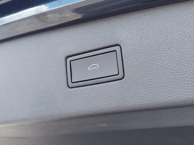 Volkswagen Tiguan 2021 price $36,100