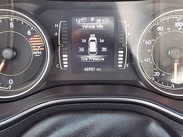Jeep Cherokee 2019 price $27,300
