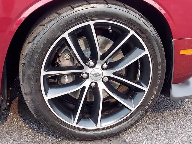 Dodge Challenger 2018 price $45,300