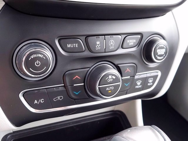 Jeep Cherokee 2019 price $29,000