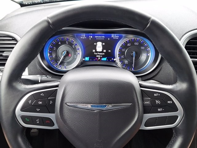 Chrysler 300 2017 price $23,500