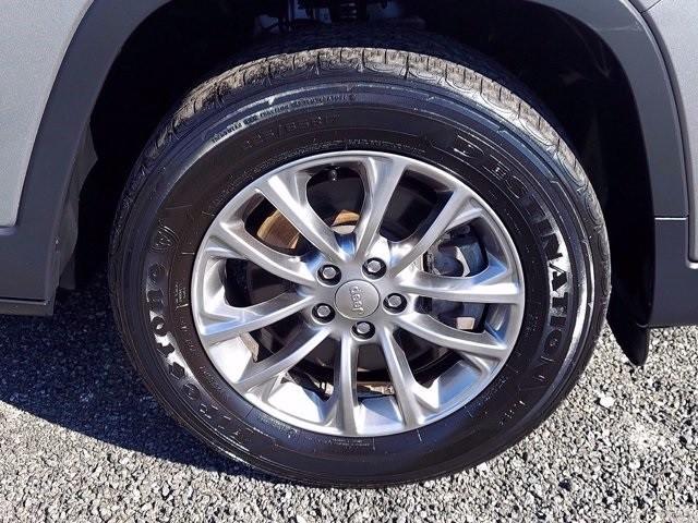 Jeep Cherokee 2019 price $28,900