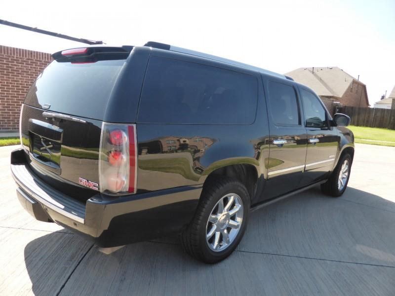 GMC Yukon XL 2011 price $14,995