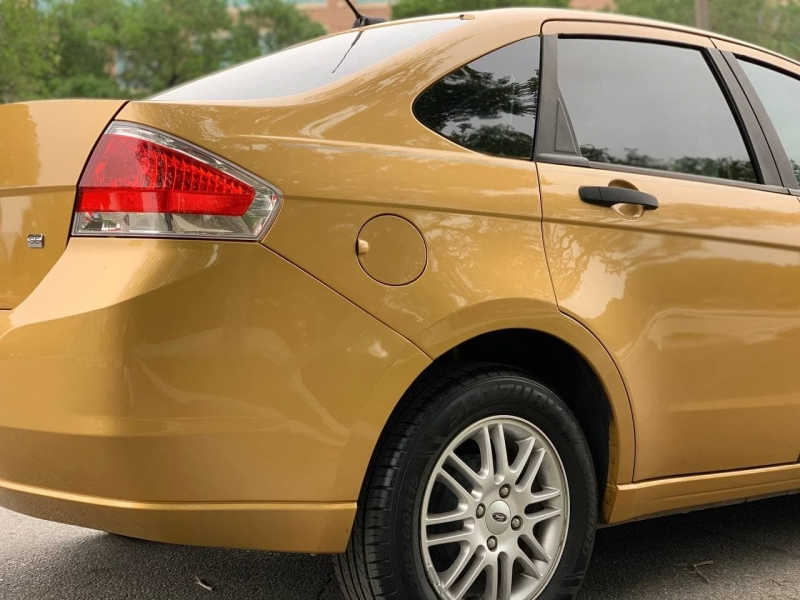 Ford Focus 2009 price $7,800