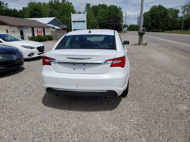 Chrysler 200 2011 price $5,499