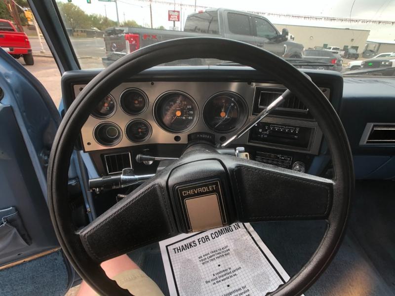Chevrolet Suburban 1987 price $7,995