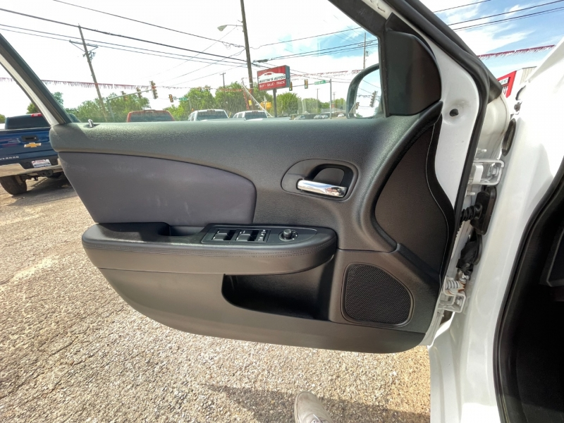 Chrysler 200 2013 price $8,995