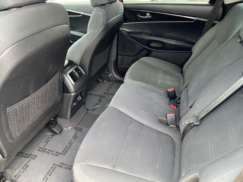 Kia Sorento 2017 price $13,999
