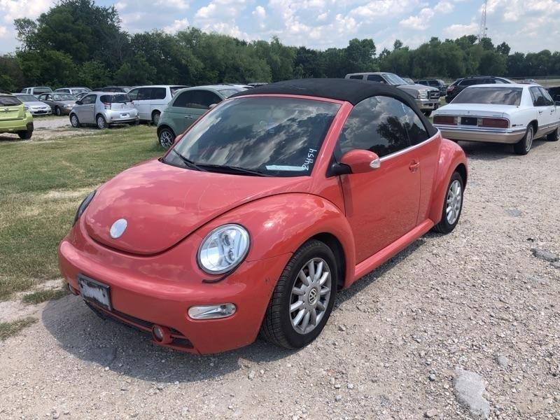 Volkswagen New Beetle Convertible 2005 price $2,200 Cash