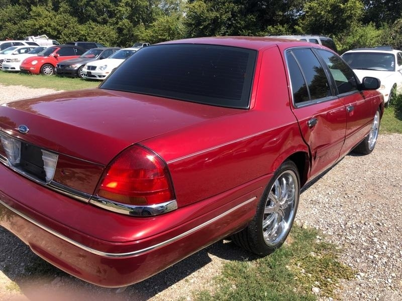 Ford Crown Victoria 2000 price $2,900 Cash