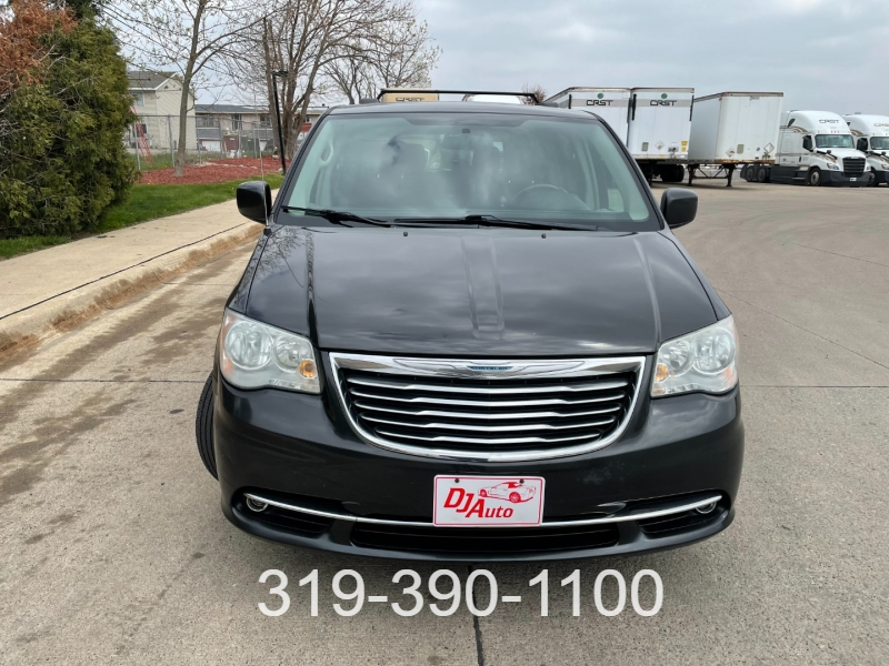 Chrysler Town & Country 2011 price $7,450