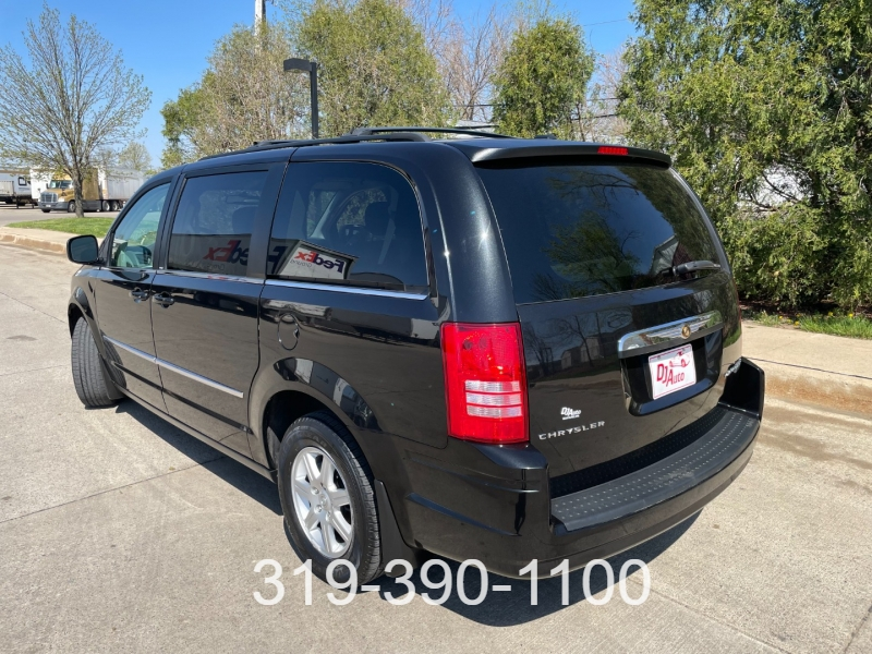 Chrysler Town & Country 2010 price $7,850
