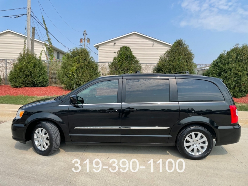 Chrysler Town & Country 2014 price $11,950
