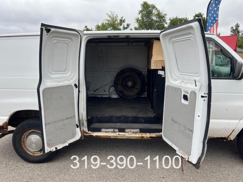 Ford Econoline Cargo Van 2002 price $1,900