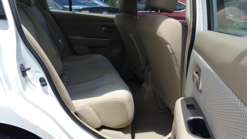 Nissan Versa 2009 price $4,600