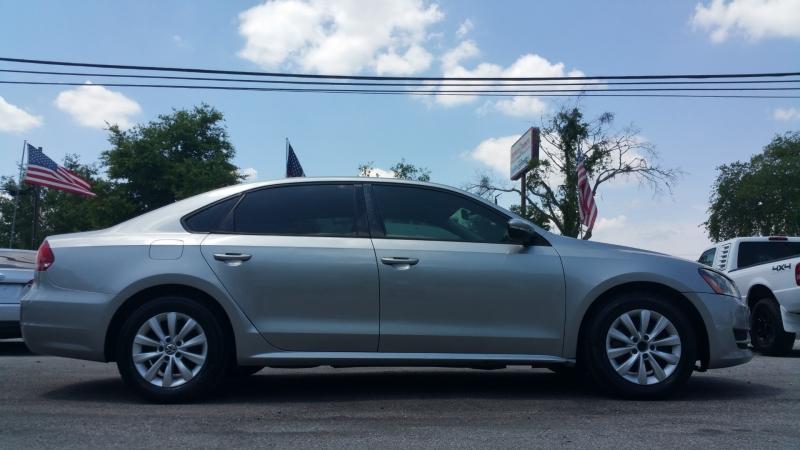 Volkswagen Passat 2012 price $6,050