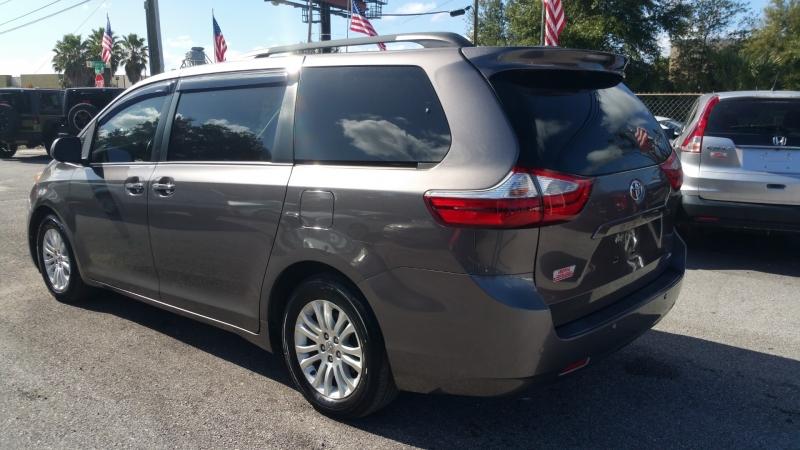 Toyota Sienna 2016 price $18,500