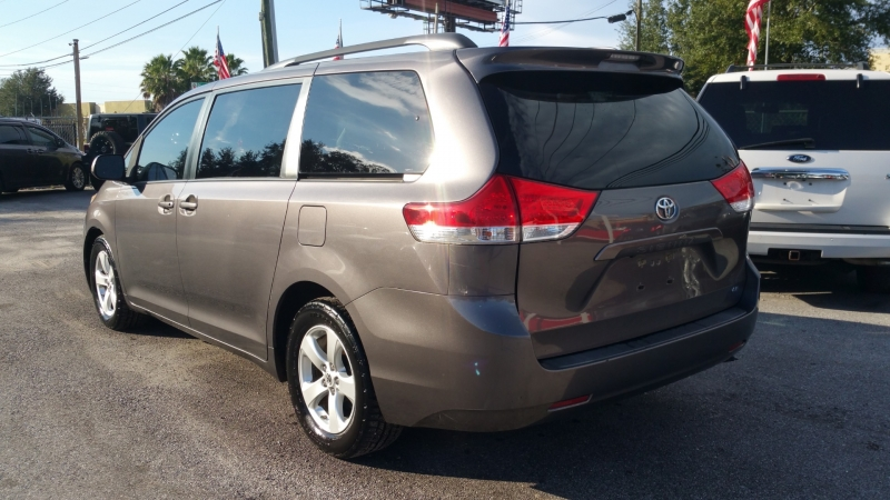 Toyota Sienna 2013 price $12,700