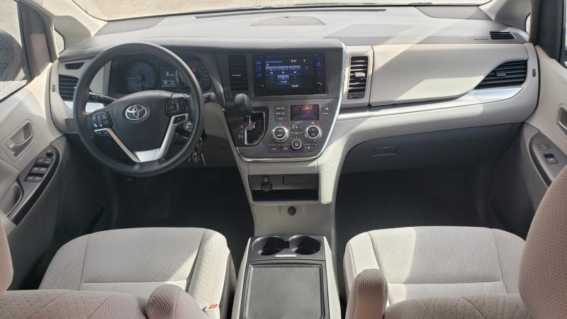 Toyota Sienna 2017 price $18,950
