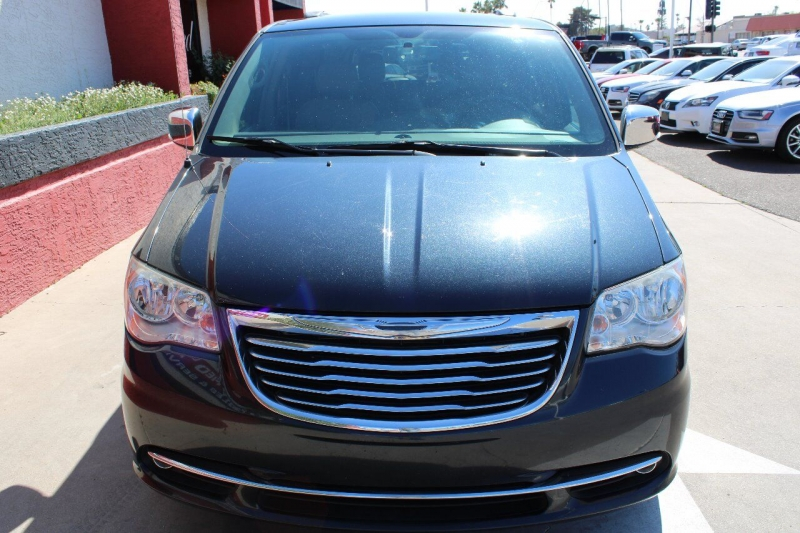 Chrysler Town and Country 2014 price $12,795