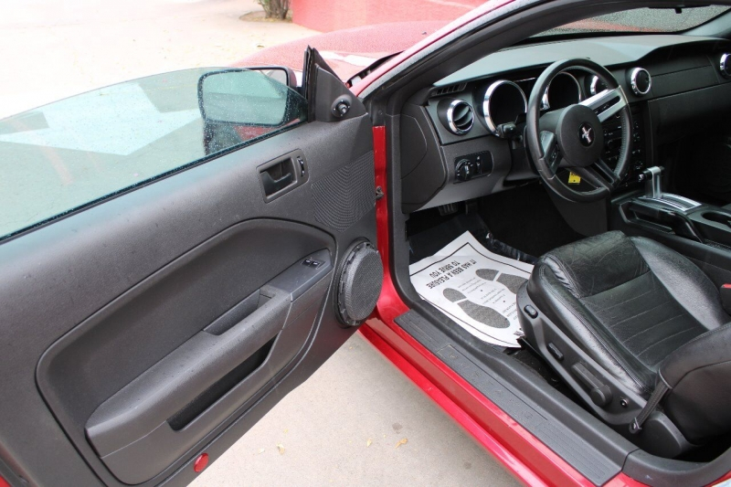 Ford Mustang 2005 price $14,995