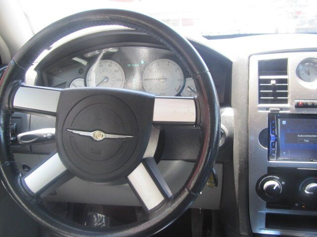 Chrysler 300 2005 price $4,995