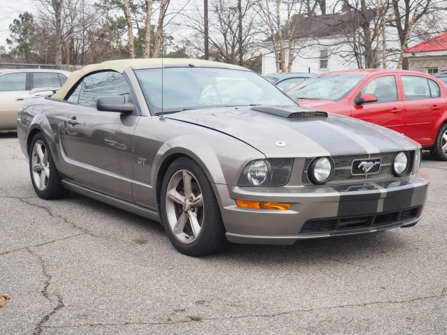 Ford Mustang 2005 price $9,595