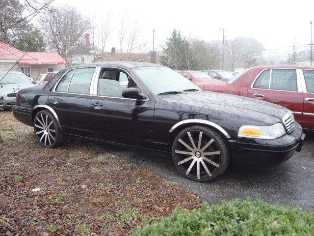Ford Crown Victoria 2009 price $9,695