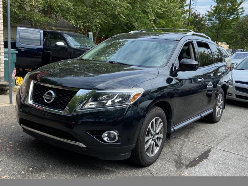 Nissan Pathfinder 2015 price $18,895