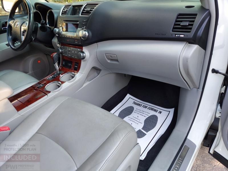 Toyota Highlander 2011 price $13,695 Cash