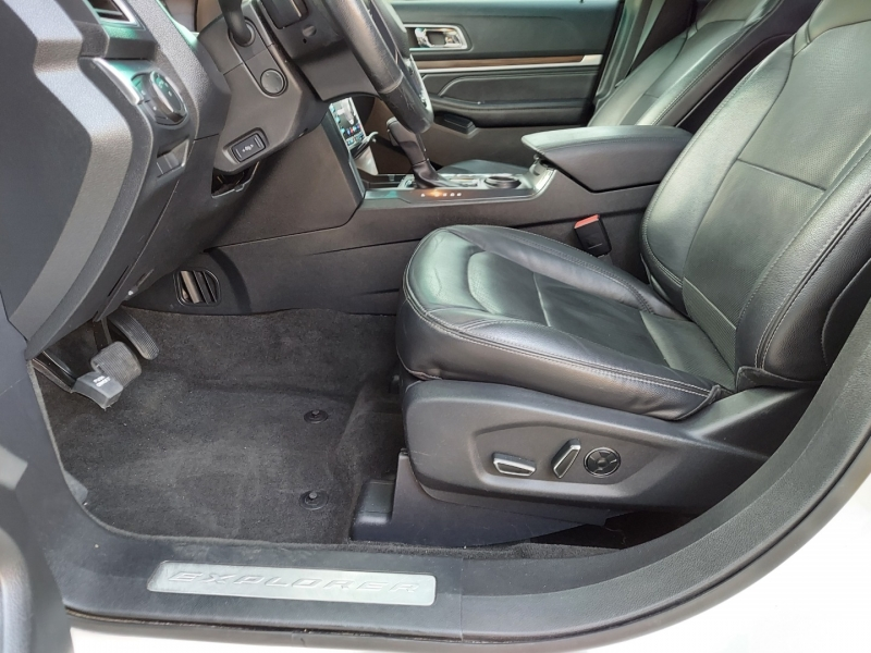 Ford Explorer Leather Roof 2016 price $15,995 Cash