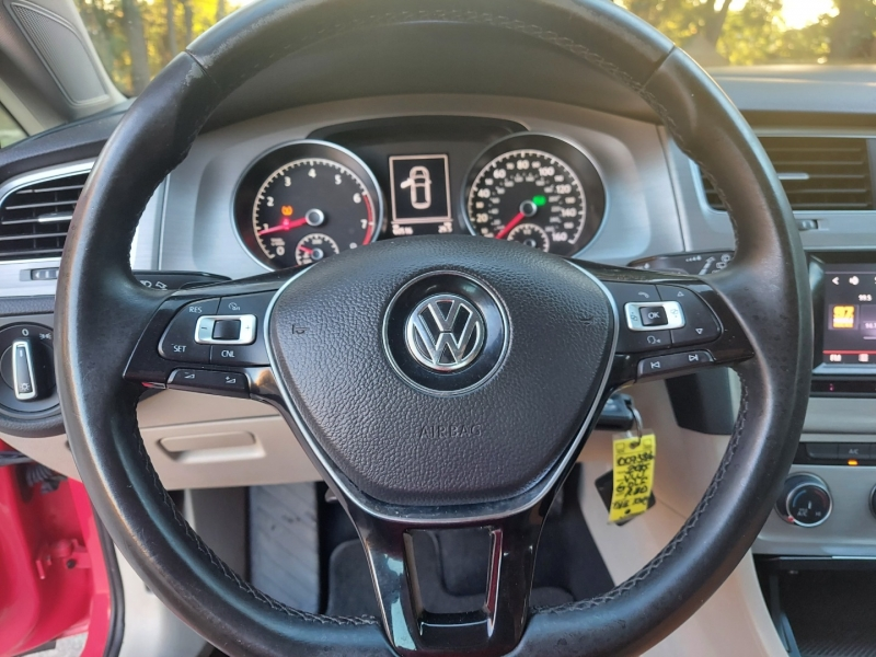 Volkswagen Golf 2015 price $9,995 Cash