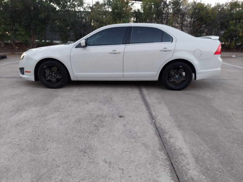 Ford Fusion ONE OWNER ! 2011 price $4,995 Cash