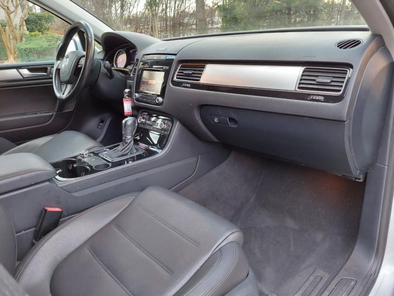 Volkswagen Touareg 2014 price $12,995 Cash